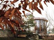 Černé stavbě pardubického podnikatele Miloše Holečka, která se nachází Na Ležánkách, nyní hrozí zbourání.