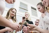 Na Střední průmyslové škole potravinářství a služeb v Pardubících si mohli žáci základních škol vyzkoušet potravinářské učivo. Od cukrářství, přes pekárnu až po chemickou analýzu.