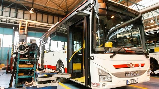 Nízkopodlažní vozy Crossway se v nejbližších dnech zařadí do běžného provozu na pravidelných linkách.