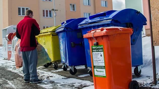 Poplatky ze svoz odpadu se zatím nezvýší.