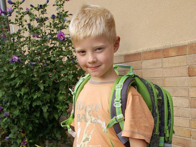 Honzík se do první třídy základní školy těší, i když občas přece jen podle maminky Jitky maličko zaváhá.