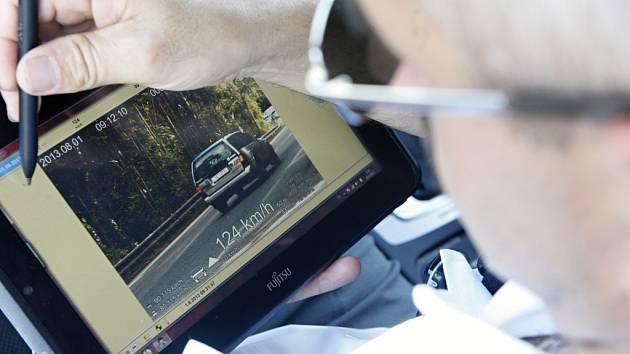 Policie v Pardubickém kraji spustila velké dopravní kontroly. Na silnicích totiž umírá příliš lidí.