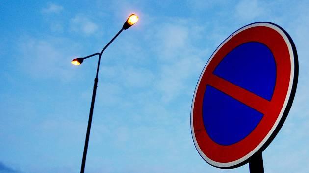Parkování běžkařů omezí dopravními značkami