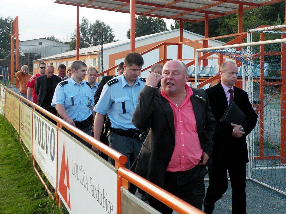 Rozhodčího a delegáta museli ze stadionu vyprovodit přivolané policejní hlídky