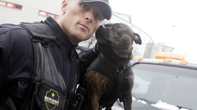Aleš Bejr se svým psím parťákem dopadl nebezpečného pachatele pár desítek minut po činu.
