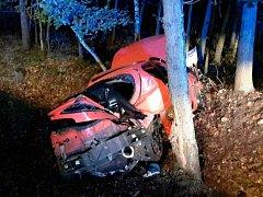 Tragická nehoda u Sezemic. Nepřežila 19letá dívka.