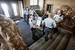 Police v Pardubicích vyklízí úřady magistrátu a krajského úřadu, kde anonym nahlásil bombu.