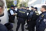 Policie v Pardubicích prohledává budovy univerzity kvůli ohlášené uložené výbušnině.