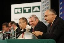 KOTEL. Z předvolební debaty v Hronovické. Záznam diskuze můžete shlédnout ve čtvrtek v 17.40 na TV Prima.