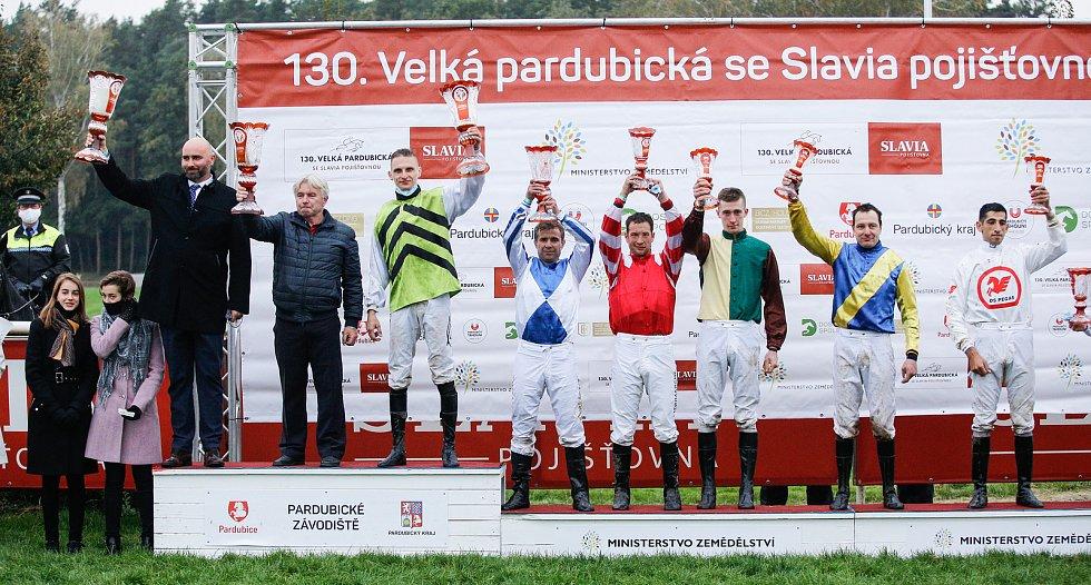 Hegnus s Lukášem Matuským zvítězili ve 130. Velké pardubické se Slavia pojišťovnou, která se konala před prázdnými tribunami na pardubickém dostihovém závodišti.