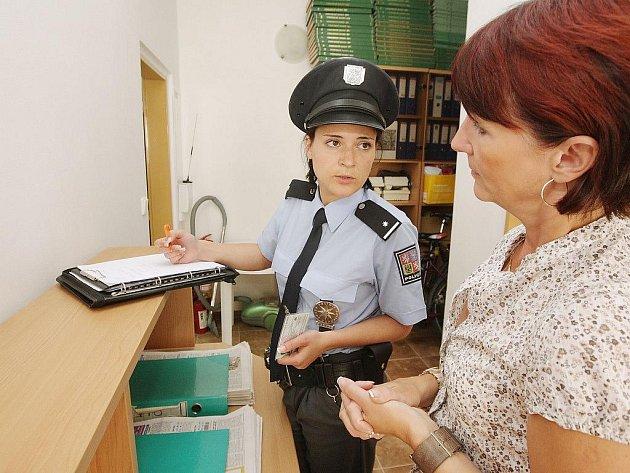 Podezřelou zásilku si v redakci Pardubického deníku převzali policisté