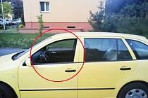 Auto zamčené a okénko stažené...