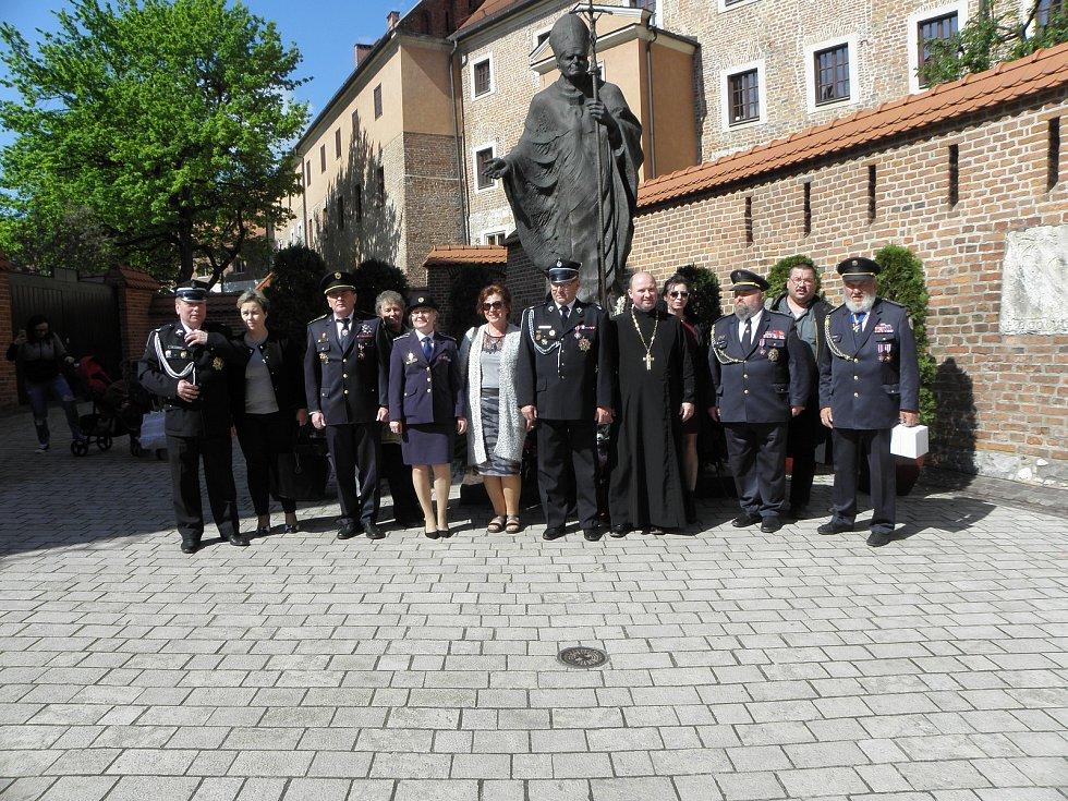 Převzetí relikvie sv. Floriána v Krakowě. Je určena  pro kostel sv. Kateřiny v Horní Rovni.