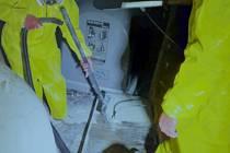 Neznámý člověk znečistil kontejner na sklo rtutí.