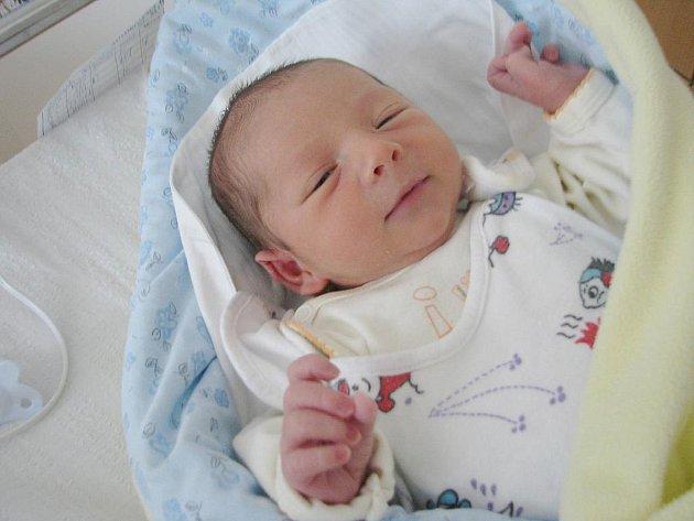 Sebastian Svoboda se narodil 16. května v 8:33 hodin. Měřil 48 centimetrů a vážil 3140 gramů. Maminka Pavla a tatínek Jaroslav mají doma v Pardubicích ještě Olivera (5) a Justýnu (2).