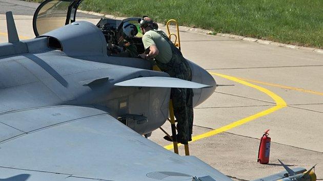Stíhače Gripen jsou v Pardubicích až do 2. května.
