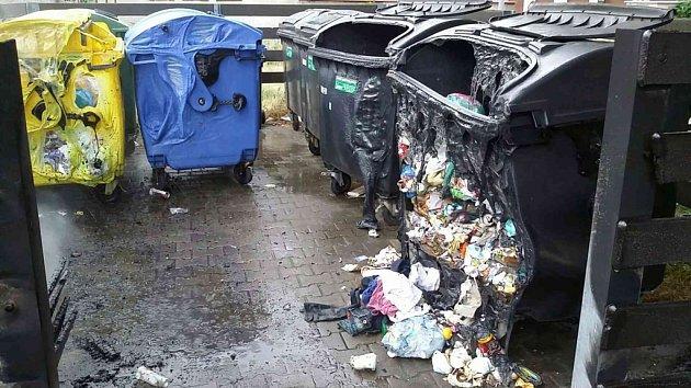 Kontejnery zničené požárem