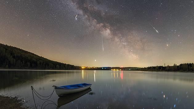 Vítězný snímek Lyridy z Lyry, publikovaný v NASA.