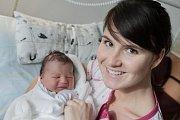 Antonín Veselý se narodil 1. listopadu v 10:18 hodin. Měřil 52 centimetrů a vážil 3820 gramů. Maminku Barboru u porodu podpořil tatínek Jakub a rodina je z Pardubic.