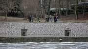 Řeka Labe v Pardubicích vyplavila ve čtvrtek ráno mrtvé tělo.