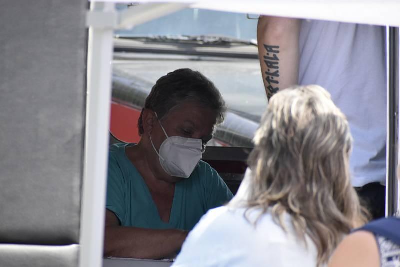 V Pardubicích se na týden uhnízdil očkovací kamion. Nechat se naočkovat mohou i lidé bez registrace.