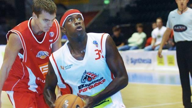 Pardubičtí basketbalisté se utkali s loňským vítězem - týmem z Nymburku