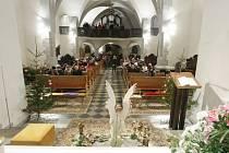 Mše v kostele Zvěstování panny Marie v Pardubicích.