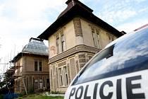 Z lešení při opravě vily v Opatovicích nad Labem spadl pětačtyřicetiletý dělník