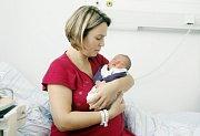 Anna Krejčíková se narodila 8. listopadu ve 22:58. Měřila 49 centimetrů, vážila 3010 gramů. Na maminku Evu a malou Aničku už čeká doma v Rohovládově Bělé pětiletá Eva.