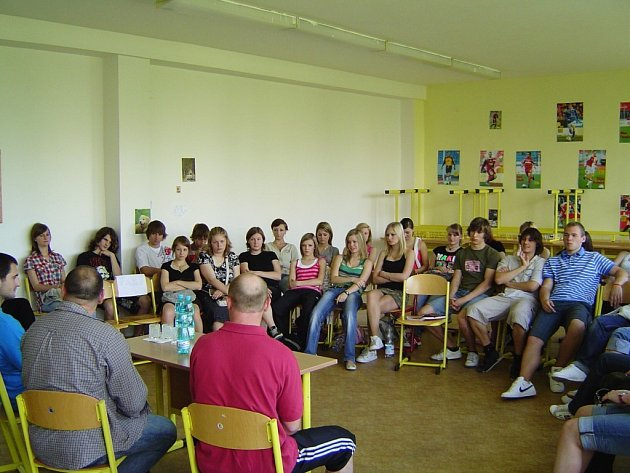 Blažek, Lubina a Linhart - pardubičtí hokejisté na Gymnázium Mozartova