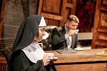 Na 12. září je naplánovaná premiéra napínavé komorní hry Pochyby, kterou pandemie koronaviru přesunula zminulé divadelní sezony.