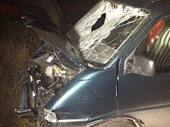 Dopravní nehoda u Rybitví. Opilý řidič srazil chodce.