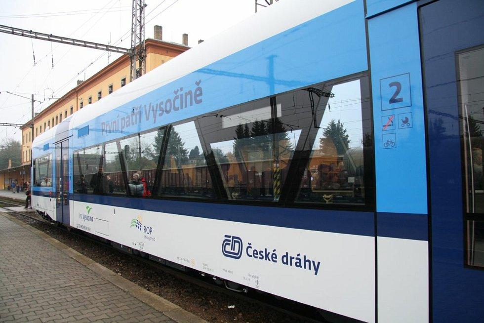 První vozy Stadler RS1, které České dráhy dovezli před deseti lety, putovali na Vysočinu.