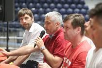Tradiční diskuzní kotel mezi představiteli HC Dynamo Pardubice a jejich fanoušky na severní tribuně pardubické ČSOB pojišťovna ARENY.