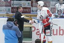 Hokejové utkání 48. kola Tipsport extraligy v ledním hokeji mezi HC Dynamo Pardubice (v bílém) a PSG Berani Zlín (ve žlutoodrém) v pardudubické ČSOB pojišťovna ARENĚ.