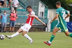 Pardubický fotbalista Martin Toml v utkání FK Pardubice - MFK Karviná