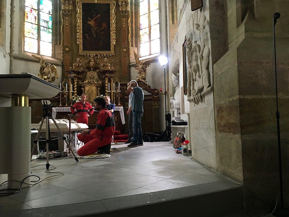 Průzkum hrobky Vojtěcha z Pernštejna