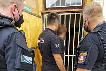 Strážníci se zabývali nejen opilci a agresivitou, ale také krádeží či lidmi uvízlými na hřbitově.