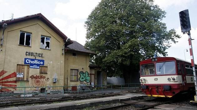 Čeká choltické nádraží demolice?