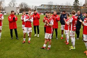 Utkání Fobalové národní ligy mezi FK Pardubice (ve červenobílém) a FC Zbrojovka Brno (v černožlutém) na hřišti pod Vinicí v Pardubicích.