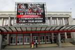 Dominik Hašek, jedna z největších legend světového hokeje, se ve středu odpoledne představil pardubickým fanouškům v kase