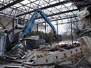 Demolice torza haly ČSTV v Tyršových sadech