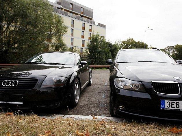Z ulic mizí luxusní vozy. Zloději berou přednostně černé..