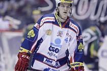 Na dospělý hokej by si měl Patrik Poulíček zvykat v Prostějově. O víkendu ho ale čeká velká šance, může se vytáhnout v Lize mistrů a trenérům ještě pořádně zamotat hlavu.