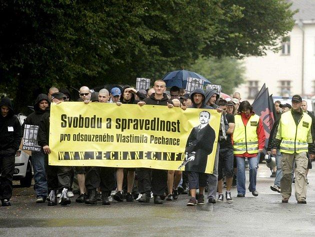Svitavami pochodovali extremisté