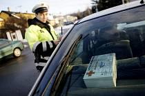 Od nového roku musí být vozidla vybavena autolékárničkou odpovídající nové vyhlášce. Policisté v Pardubicích už zahájili kontroly.