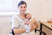 DOMINIK KREJSA se narodil 12. října v 10 hodin a 48 minut. Měřil 51 centimetrů a vážil 3040 gramů. Rodiče Nikola a Radek bydlí v Bystrci nedaleko Letohradu.