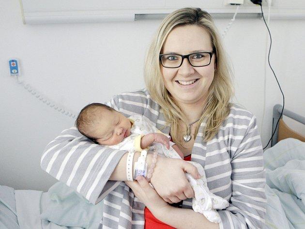 SÁRA KANTŮRKOVÁ se narodila  27. února v 8 hodin a 43 minut. Vážila 2910 gramů a měřila 47 centimetrů. Maminku Hanu podpořil při porodu tatínek Ondřej. Rodina bydlí v Hradci Králové.