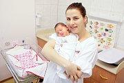 LILY HOTCHIN se narodila 7. ledna ve 22 hodin a 10 minut. Měřila 51 centimetrů a vážila 3720 gramů. Maminku Hanu podpořil u porodu tatínek Paul. Rodina bydlí v Rosicích nad Labem.