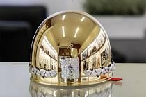 Trofej pro vítěze 72. ročníku Zlaté přilby.